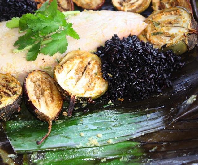 Fish with banana leaves liboke de poisson recipe dishmaps for Hawaiian moon fish